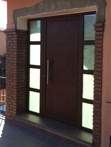 Puerta entrada imitación madera
