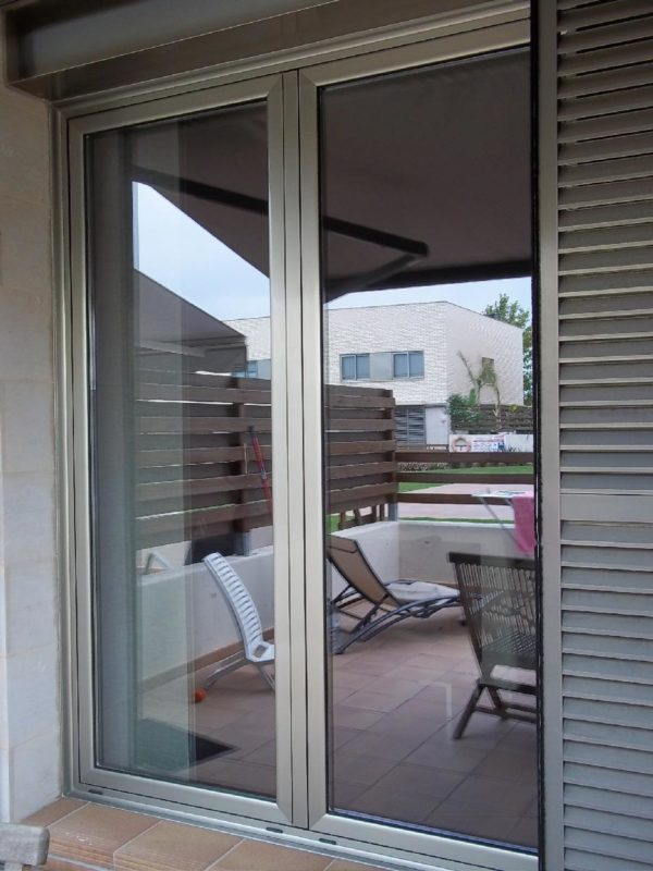 Puerta aluminio terraza aluminios y pvc moya reus - Puerta terraza ...