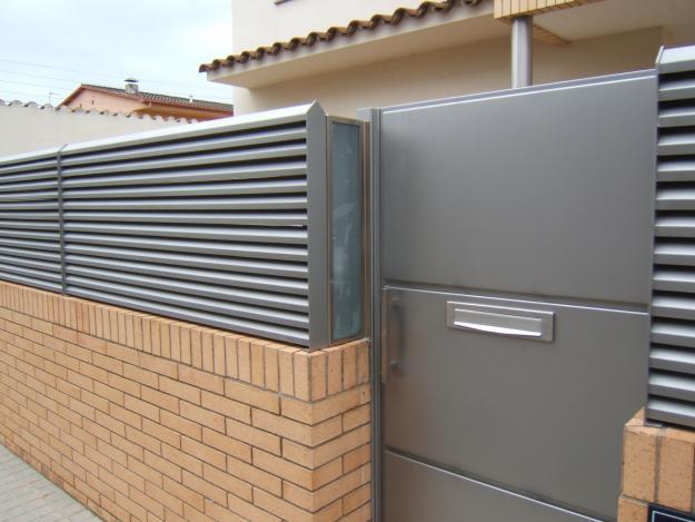puerta entrada metalica