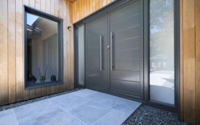 ¿Deberías cambiarte a puertas metálicas?